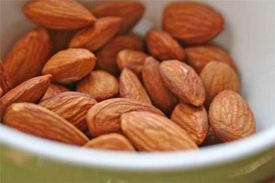 Las almendras tienen mucha vitamina E por eso ayudan a que no te oxides