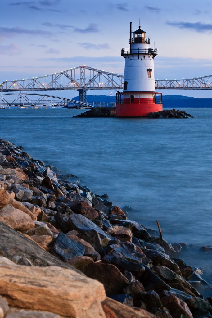 The Tarrytown Lighthouse and the Old Tappan Zee Bridge on the Hudson River south of Kingsland, New York, USA.