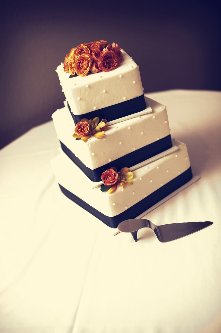 how good does this cake look right now? YUM. #weddingcake
