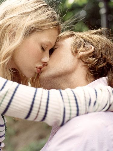 Best Kissing Tips for Girls - How to Kiss a Guy - Seventeen