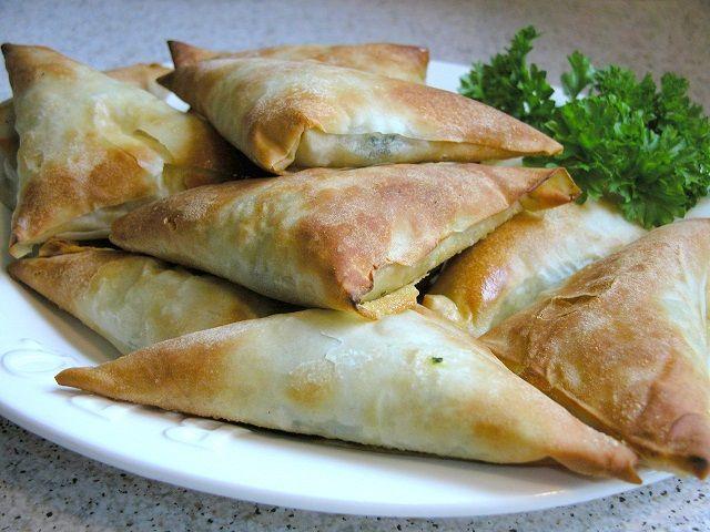 Græske spinattærter på grillen – Grill venner