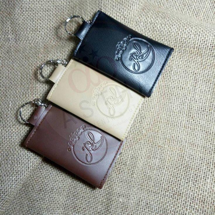 Ganci STNK , kulit imitasi Zara super tebal + Embossed Logo /Nama  ready warna : Hitam, Coklat tua, Krem, Biru Dongker , untuk warna lain konfirmasi dulu ya ��  Only 5000/pc  Sudah dapat packaging Plastik, twisttie Dan thank you card ��  Pengiriman termurah se Indo, Pengerjaan express SLOT PRODUKSI PULUHAN RIBU / minggu ��  GRAB YOURS NOW  #souvenirnikah #souvenirmurah #souvenirpouch #pouchkulit #inspirasisouvenir #weddingsouvenir #jualsouvenirmurah #jualpouchsouvenir #pouchsouvenir…