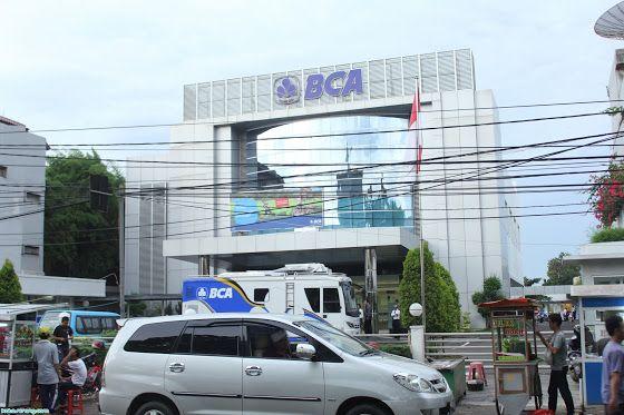 Bank BCA KCU SERANG (0245) Bank BCA merupakan salah satu Bank yang memiliki mesin ATM yang terbanyak di Indonesia. Di Kota Serang sendiri terdapat puluhan mesin ATM yang bisa nasabah gunakan untuk melakukan transaksi Bank. Lokasi ATM BCA di Kota Serang tersebar di tempat-tempat umum, tempat keramaian, dan tempat-tempat yang sering orang kunjungi. Meskipun begitu, banyak diantara kita yang kesulitan mencari lokasi ATM BCA di Kota Serang.
