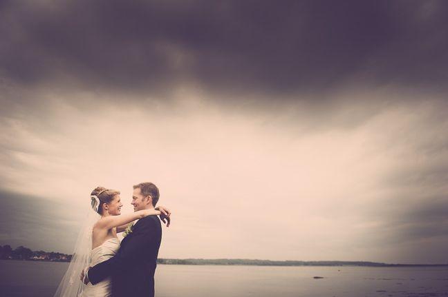 Bryllupsfotografering i Kolding ved professionel fotograf. Fotografering af bryllupper er en af vores ekspertiser. Unikke bryllupsfotos. http://www.fotografkolding.net/foto/bryllupsfotograf/