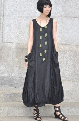 N/S Fab Dress in Black Carnaby A look for every occasion! Go from a long, sleeveless sundress to a short balloon dress by fastening the interior buttons. For a flouncy pocket effect, use the top buttons. To create an asymmetric hemline, simply fasten a button or two here-and-there, and voila! Accessories not included.  BCDD003 Fabric: Carnaby (Light Cotton) Colour: Black Style: Dress - Sleeveless Designer: Kaliyana