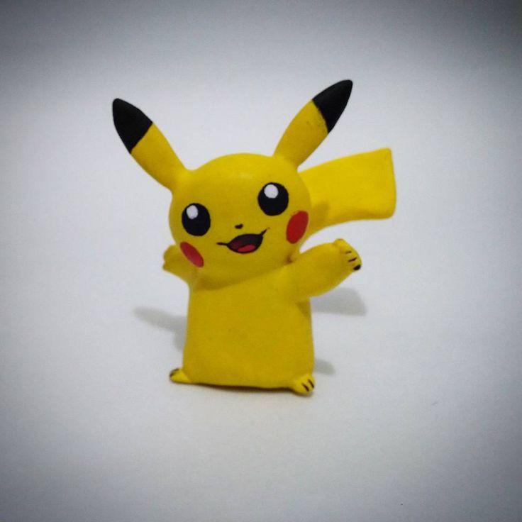 La ratita kuki o Pikachu tambien. Trabajo hecho en porcelana fría y pintado con acrílicos. Trabajo totalmente artesanal. Para qur vayan bien que hay variedad en mi arte. Encargo Whatsapp 319 277 21 13 #pokemon #handmade #videoGames  #manga #Anime  #eletricpokemon  #pikachu  #sculpture #sculptingcraft  #crecienteescarlata  #electrictype  #primerageneracion  #pokemonyellow  #pokemonyellowversion  #craft #gamer #gamefreaks  #GameBoyClassic