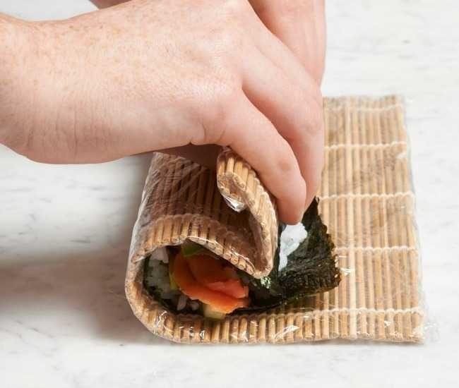 How To Make Your Own Sushi Rolls Infographic How To Make Sushi Sushi Rolls Homemade Sushi