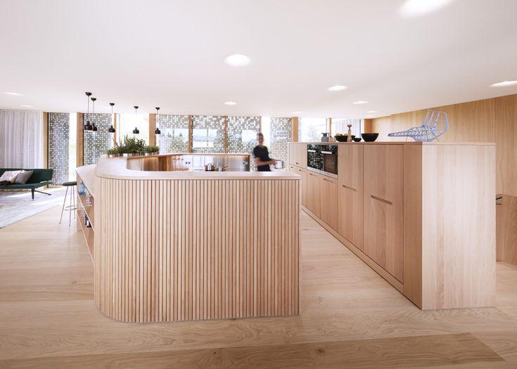Cute Offene Design K che mit Kochinsel und Bar Inneneinrichtung Fertighaus Haussicht von Baufritz HausbauDirekt