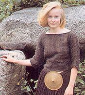 Egtvedpigen. Egtvedpigen er en af de mest kendte personer fra oldtiden. En sommerdag i 1370 f.v.t. blev hun begravet i en egekiste, der blev dækket af en gravhøj - den såkaldte Storehøj nær Egtved By, vest for Vejle. Selv om der ikke er meget tilbage af Egtvedpigen, er hendes fortælling en medrivende historie om bronzealderfolket.  Af selve pigen er kun hår, hjerne, tænder, negle og lidt hud tilbage. Hendes tænder afslører, at hun var 16-18 år, da hun døde. På kroppen bar hun en kort trøje…