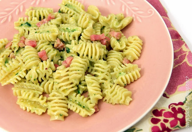 radiatori con pesto ai broccoli e pancetta                     #recipe #juliesoissons