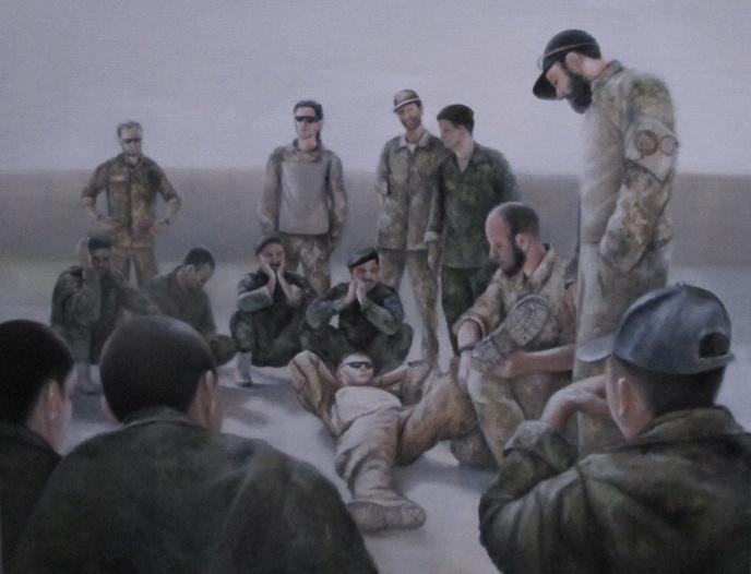 Førstehjælpsundervisning. Danske soldater underviser medlemmer af den Afghanske Nationale Hær. Mathilde Fenger. Olie på lærred 2011