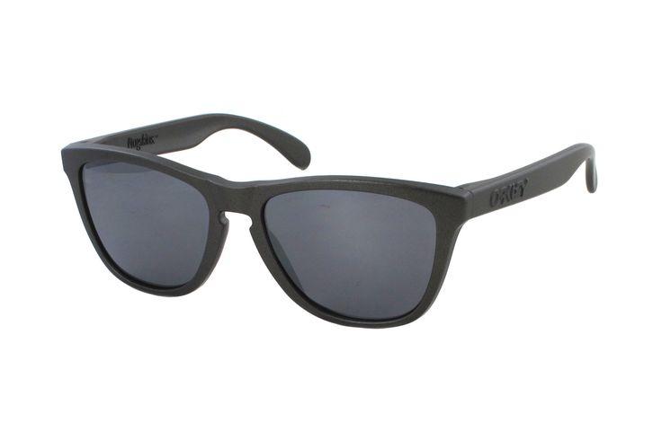 Oakley Frogskin OO9013 87 Sonnenbrille in lead | Manche Sonnenbrillen schützen Ihre Augen, andere schützen Ihr Image. Oakley-Sonnenbrillen schützen Beides. Ein Stil für jeden Geschmack, mit der Technologie für jeden Bedarf. Sonnenbrillen für jede Situation.Gönnen Sie sich eine...