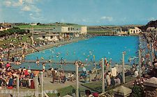 Postcard - THE KNAP BATHING POOL, BARRY. Unused. Smaller standard size.