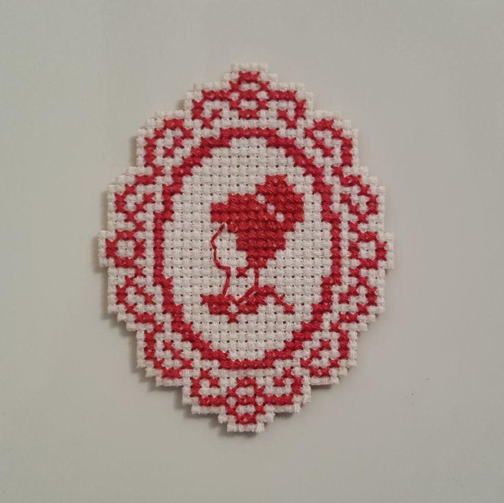 Cross Stitched by Joana Menezes (https://pt.pinterest.com/j0menezes/my-diy-works-others/)  #CrossStitch #Fridgemagnet #CrossStitchPatterns Pattern by Aurelle.over-blog.com/