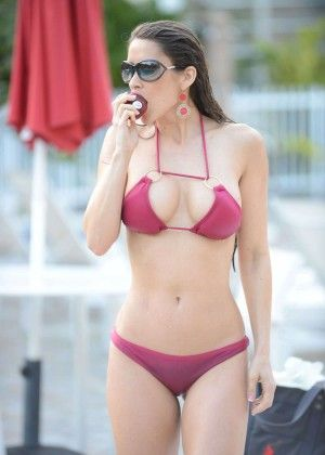 Anais Zanotti Bikini Photos 2014 In Miami 05 Posted On March