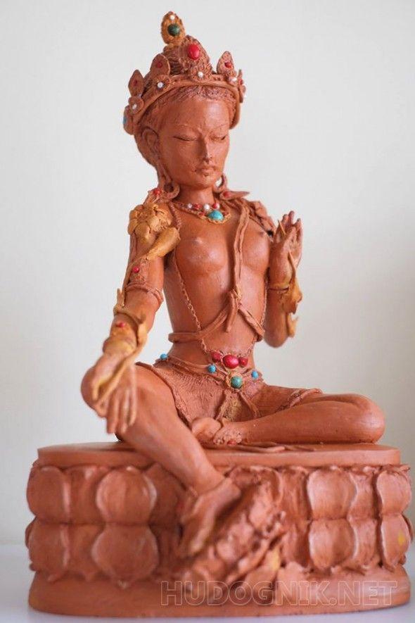 """Зеленая Тара из терракоты Зеленая Тара из терракоты сейчас """"живет"""" в частной коллекции в Праге. Фигура инкрустирована полудрагоценными камнями - бирузой, кораллами и жемчугом. На такое стилистическое решение меня вдохновили статуи великого монгольского скульптора 18 века - Дзанабадзара."""