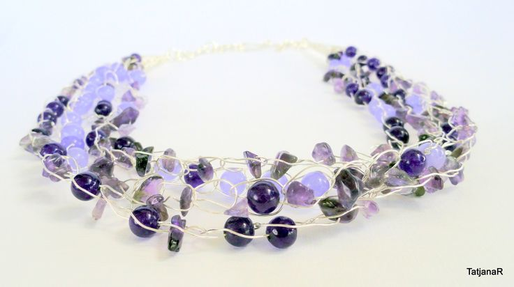Necklace crochet with silver pleated cooper wire, agate crystals and jade crystals.