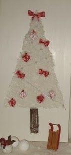 Klinkers in Beeld: Witte kerstboom van watten