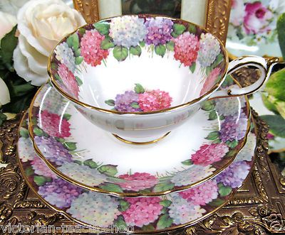 Hydrangea tea cup and saucer. ZOMG.