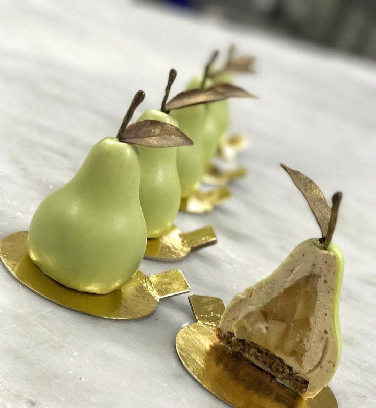 496 mentions J'aime, 11 commentaires – Joshua Cochrane (@joshua_cochrane) sur Instagram : « Pear petit gateau - Pear vanilla compote, pecan maple mousse, cinnamon oat crunch. Thanks to my… »