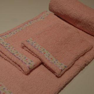 Juego de toalla 3 piezas: toalla grande, toalla mano y guante para jabonar.