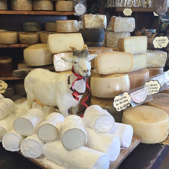 Bate e volta de Roma para Cássia e Norcia, o paraíso dos embutidos e dos queijos de cabra - Post no site. #roma #rome #receitaitaliana #receitas #receita #recipe #ricetta #cibo #culinaria #italia #italy #cozinha #belezza #beleza #viagem #travel #beauty #cassia #cascia #santaritadecassia #norcia #embutidos #pecorino #queijo #formaggio #cheese #norcineria #cabra