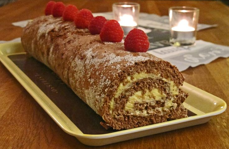 Sjokoladerullekake med smørkrem er barndomsminner for mange, og min mor bakte den ofte. Smaker utrolig godt og er enkel å lage. Kaken er også glutenfri.
