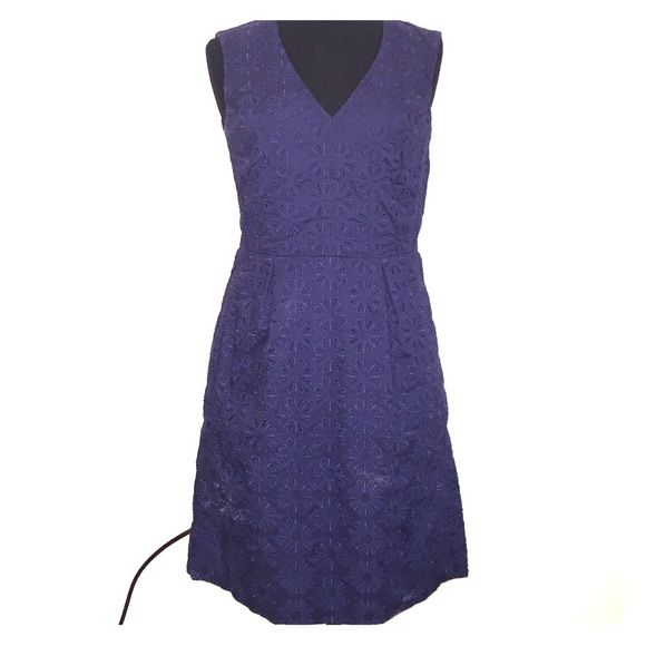 Diane Von Furstenberg navy brunch dress Diane Von Furstenberg navy floral dress. Cuts off below knee, only been worn once. Perfect for summer bbqs and evening dates. Diane von Furstenberg Dresses Midi