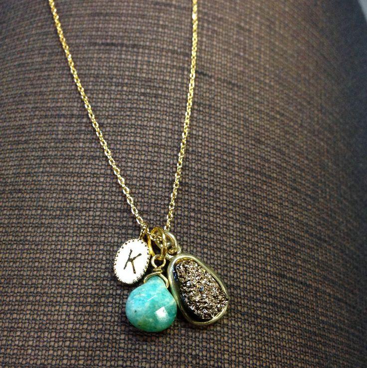Collana iniziale piccolo bianco e oro con di stitchandstonedesign, $40.00