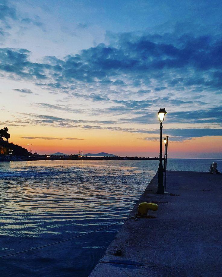 Morning lights...💡 Port of Alonissos...🚢 🌍 www.angelosalonissos.com #angelos_apartments #alonissos #sporades #greece #morning #port #summer2017