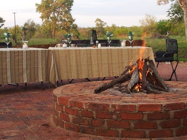 Enjoy swapping safari stories around the campfire #boma #safari #nDzuti #campfire #dining #Klaserie #Kruger