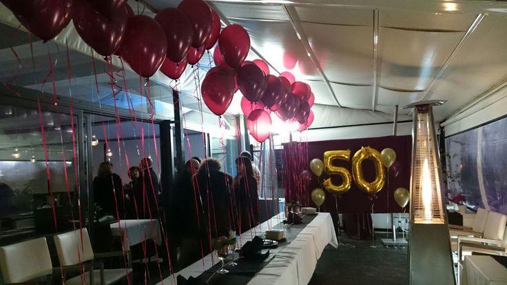 Decoraci n general para una fiesta de 50 a os ambientada - Decoracion con globos 50 anos ...