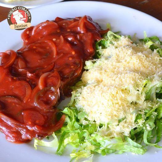 Un plato delicioso para tu almuerzo de hoy: el #SolomitoRevolución, solomito con cebolla, jalapeños, vino tinto y jugo de limón. Si eres amante a las comidas picantes, tienes que probarlo #Recomendado #FuegoCubano #RestaurantesMedellín