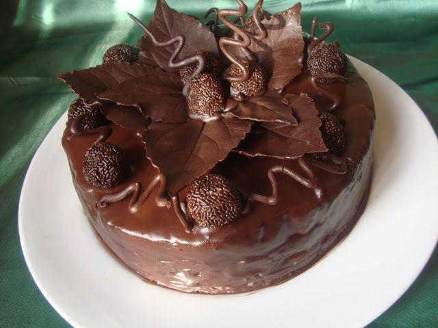 CAIETUL CU RETETE: Cum se fac frunzele din ciocolata pentru tort?