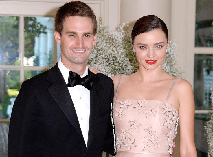 A big congratulations is in store for Miranda Kerr...E! News can confirm the Victoria's Secret model is engaged to billionaire Snapchat founder Evan Spiegel!