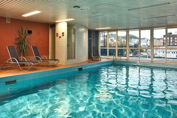 Schwimmbad / Pool | H+ Hotel Siegen