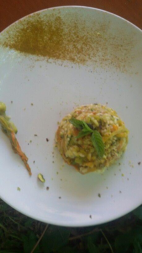Risotto con fiori di zucca, taleggio di capra e pistacchi