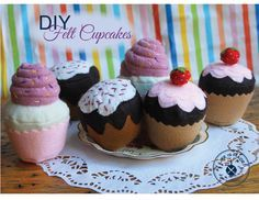 DIY Felt Cupcake Tutorial, finally a complete and free tutorial with her own pattern, really nice! Katie Miles