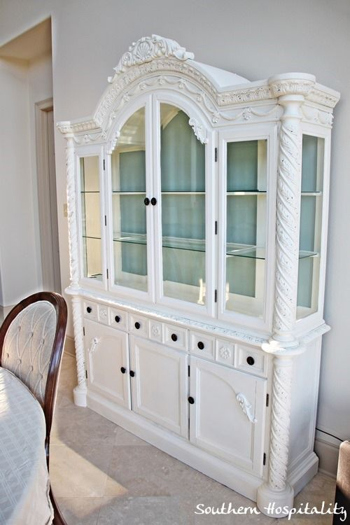 Annie Sloan chalk paint in old white. No grounding needed.