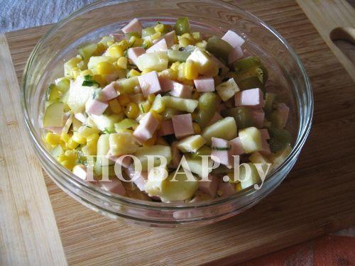 Салат из огурцов помидор сыр колбаса кукуруза краб с фото