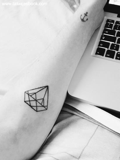 Compilacin hardcore piel diamante, Adriana Chechik