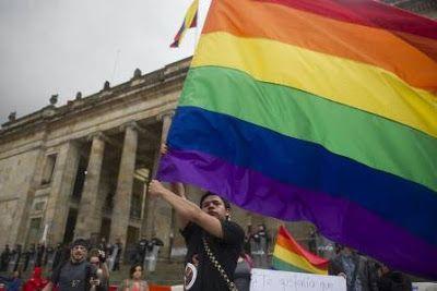 Más de 100 personas LGBT murieron asesinadas en Colombia en el último año. Un informe revela además que la mitad de las investigaciones por hechos de violencia generados por la policía fueron archivadas. Sally Palomino   El País, 2016-10-14 http://internacional.elpais.com/internacional/2016/10/13/colombia/1476363052_773671.html