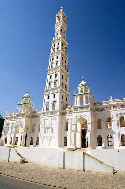 The minaret of the mosque Al Mihdar, Hardramaut, Yemen - by jochen.westermann