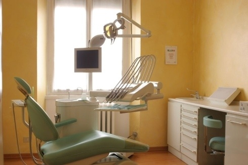 Invisalign - dentista a Milano - Studio Medico Odontoiatrico San Gottardo - All-on-four - implantologia - Carico immediato