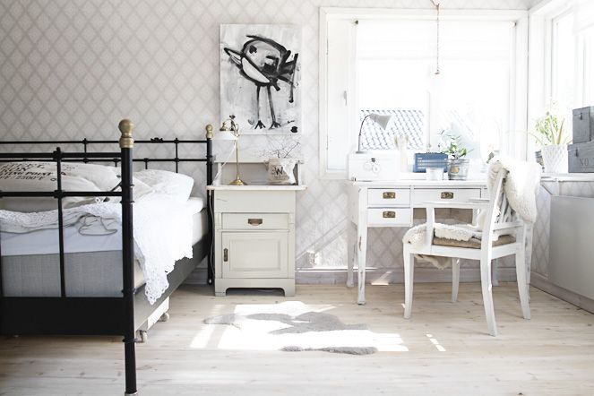 Skrivbordshörna i sovrummet