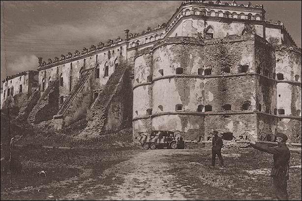 Меджибож 1941-44Меджибож в период немецкой оккупации — 1941 1944 гг. фото с сайта noelstar.ya.ru