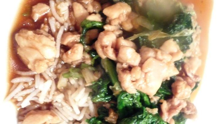 Gewokt kippendijvlees en Tong Ho met Chan's sauzen. Wat is Tong Ho? Een Chinese bladgroente van de margrietenfamilie: het blad van de gekroonde ganzenbloem. En wil je meer weten? Kijk dan even op Aziatische Ingrediënten [http://www.aziatische-ingredienten.nl/tag/tong-ho/] - een van de beste en goed uitgelegde website over diverse soorten Aziatische ingrediënten. Smakelijke groet, Tammy Wong - Koken Met Specerijen