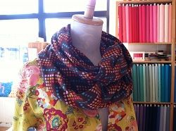 Tutorial: Jersey knit infinity scarf · Sewing | CraftGossip.com