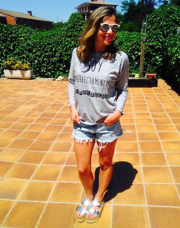 Nuestra amiga y modelo Carla Sebastián, bellísima con su camiseta Soy Perfectamente Imperfecta.