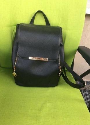 Kup mój przedmiot na #vintedpl http://www.vinted.pl/damskie-torby/plecaki/14175758-elegancki-czarny-maly-plecak